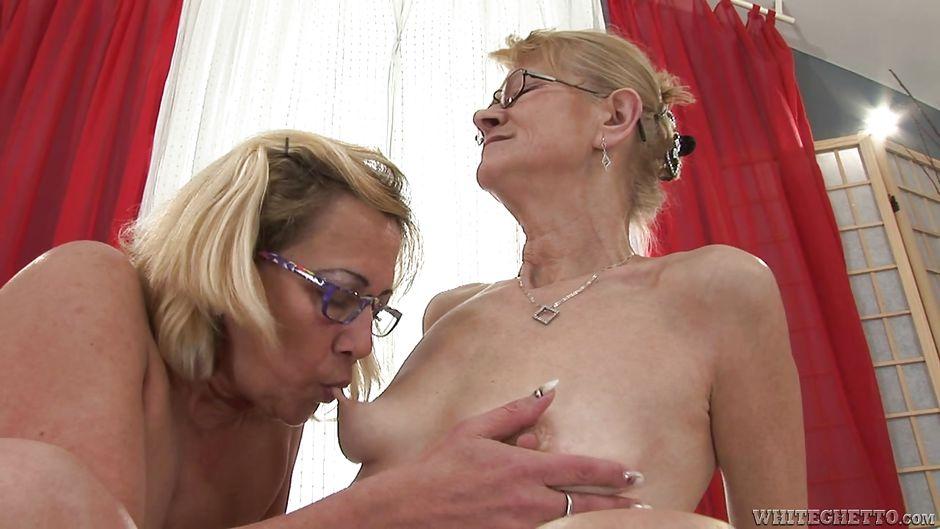 mother and daughter naked hd