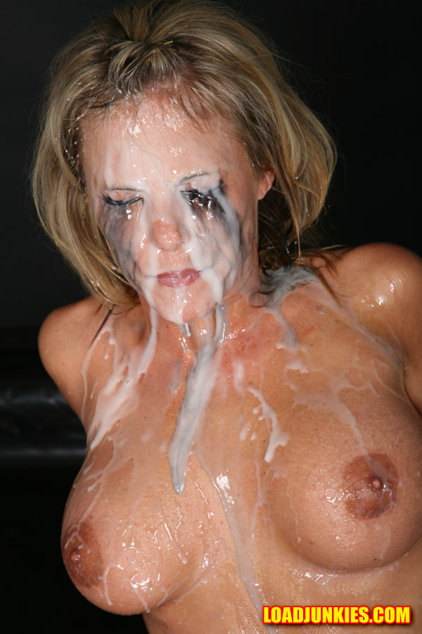 blonde toying squirting outdoor video